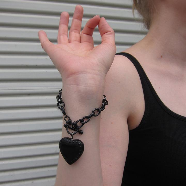 Classic Hardware Rivet Heart Bracelet Black