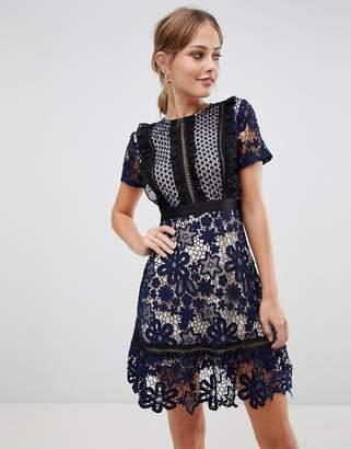 Liquorish lace mini dress with contrast lining