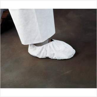 Kimberly Clark Professional Clark KleenGuard Shoe Cover, Universal, White 36885 (Case of 300)