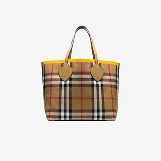 519032fbe Burberry Bags For Women - ShopStyle UK