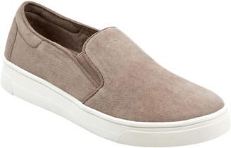 evolve Lack Slip-On Sneaker