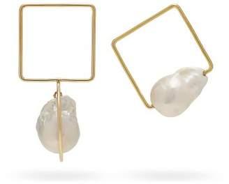 Roksanda Mismatched Baroque Pearl Geometric Earrings - Womens - Gold