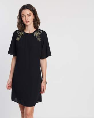 Dorothy Perkins Embroidered Flare Sleeve Shift Dress