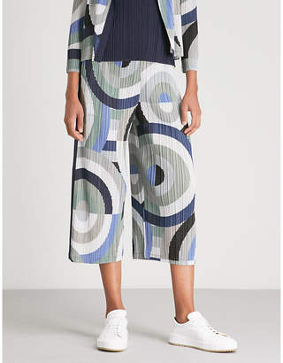 Pleats Please Issey Miyake Patterned high-rise wide pleated cropped trousers