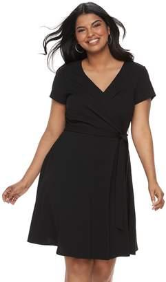 Wrapper Juniors' Plus Size Short Sleeve Wrap Dress