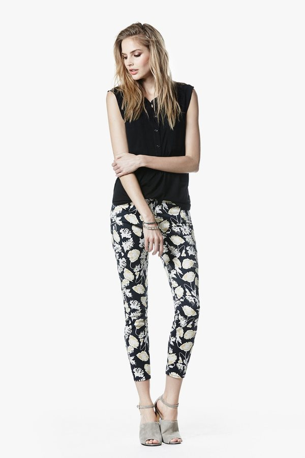 """7 For All Mankind The Cropped Skinny Contour In Black Floral Print (26"""" Inseam)"""
