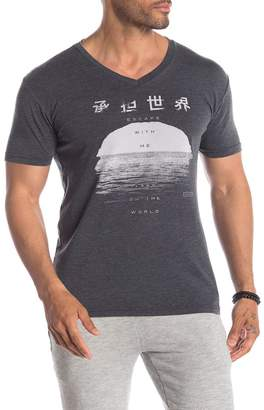 Kinetix Escape Graphic V-Neck T-Shirt