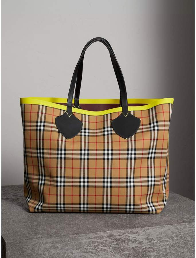 Burberry The Giant Reversible Tote in Vintage Check and Leather