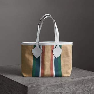 Burberry The Medium Giant Tote in Striped Jute