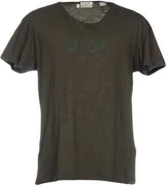 Levi's T-shirts - Item 12127770FL