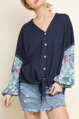 Umgee USA Contrast Sleeve V-Neck