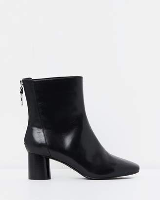 Atmos & Here ICONIC EXCLUSIVE - Gaby Leather Ankle Boots