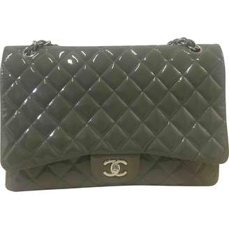 Chanel Timeless/Classique Green Patent leather Handbag