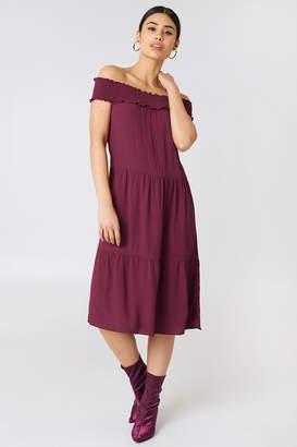 Na Kd Trend Off Shoulder Crepe Midi Dress