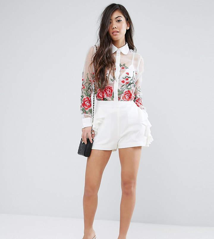 Fashion Union Petite – Shorts mit Rüschendetail