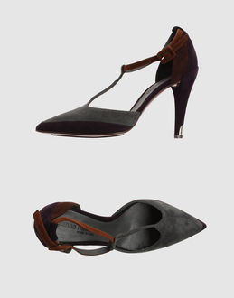 GIANNA MELIANI Closed-toe slip-ons