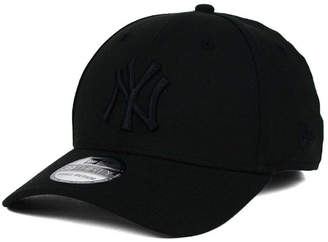 New Era New York Yankees Black on Black Classic 39THIRTY Cap $29.99 thestylecure.com