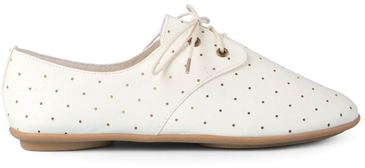 Journee Collection Aidan Women's Perforated Oxfords