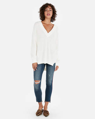 Express Petite Oversized Shaker Knit Deep V-Neck Tunic Sweater