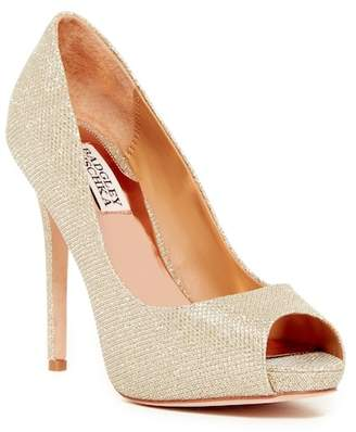 Badgley Mischka Ponderosa Chain Mesh Pump