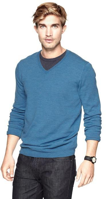 Gap Merino V-neck sweater