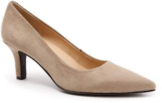 Trotters Noelle Pointy Toe Pump