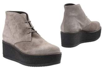 Logan Ankle boots