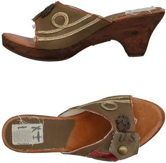 Kowalski Sandals