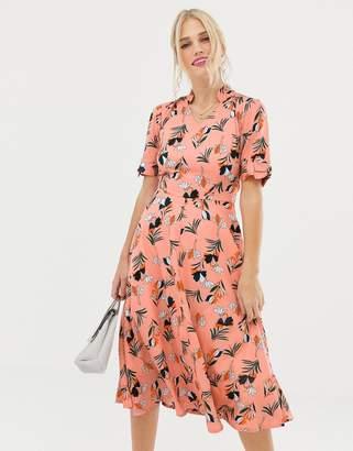 Yumi floral print capped sleeve midi dress
