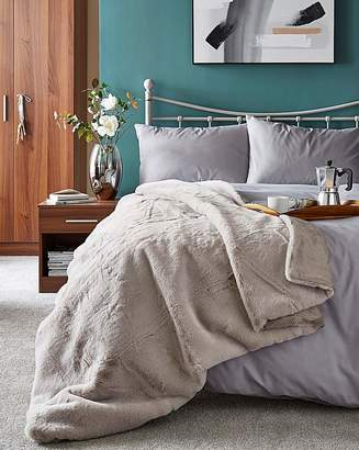 Fashion World Luxury Faux Fur 150 x 200cm Throw