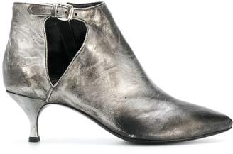 Strategia faded pointed ankle boots