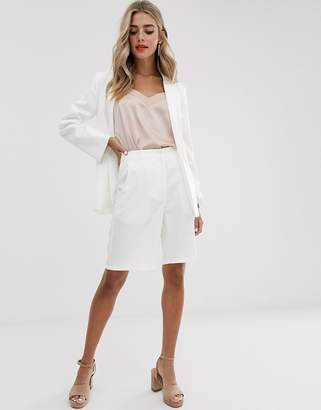 Outrageous Fortune city short with belt detail in white
