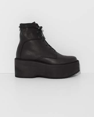 Ld Tuttle Black The Plunge Flat Boot