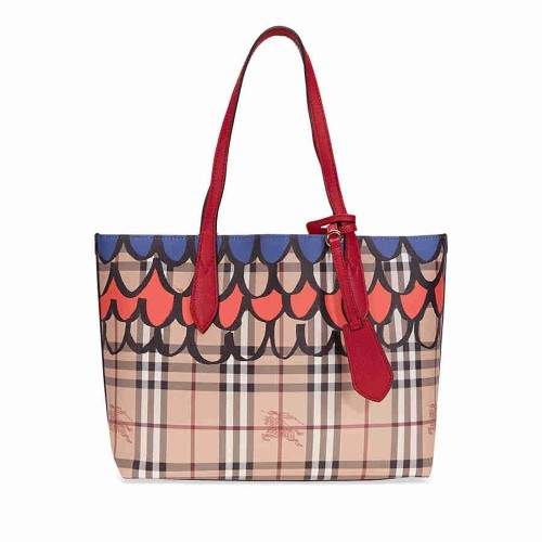Burberry The Small Reversible Tote in Trompe L'oeil Print - Poppy Red