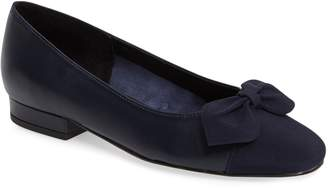 VANELi Favor Bow Flat