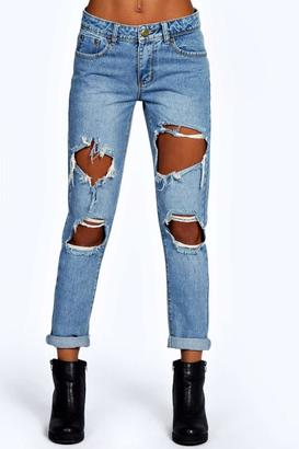 boohoo Izzy Cloudy Wash Ripped Boyfriend Jeans