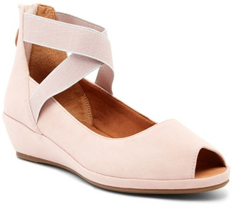 Kenneth Cole Reaction Gentle Souls By Kenneth Cole Lisa Wedge Sandal