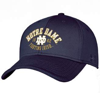 Under Armour Adult Notre Dame Fighting Irish Blitzing Stretch-Fit Cap