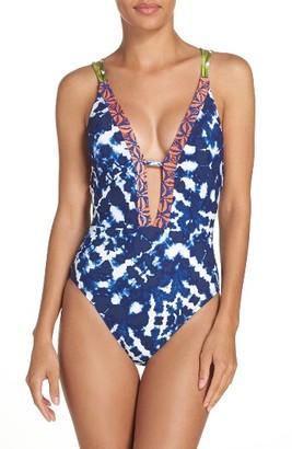 Women's La Blanca Island Mix One-Piece Swimsuit $129 thestylecure.com
