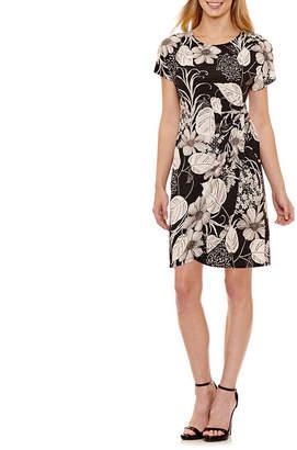 Robbie Bee Short Sleeve Floral Wrap Dress-Petites