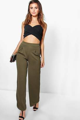 boohoo Petite Wide Leg Pleat Trouser