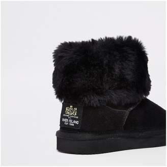 9e8c2e6aeb7 River Island Girls black suede faux fur lined boots