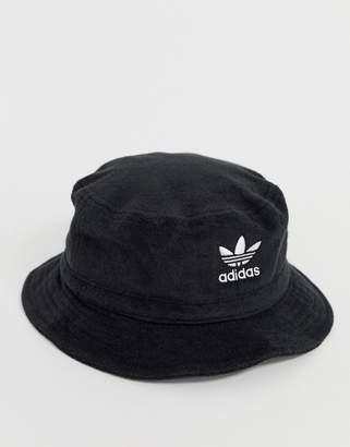 adidas bucket hat in black