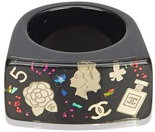 Chanel Vintage Graphic Print Resin Ring