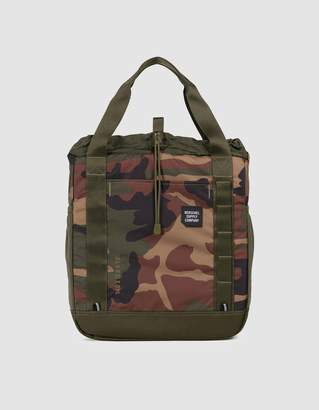 Herschel Trail Barnes Tote Bag in Woodland Camo