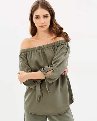 Only India Arizona 3/4 Off-Shoulder Top