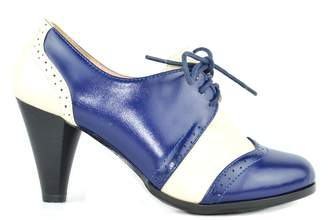 Chloé Chase & Dora-5 Two Tone Lace up Low Heel Women's Oxford (9, )