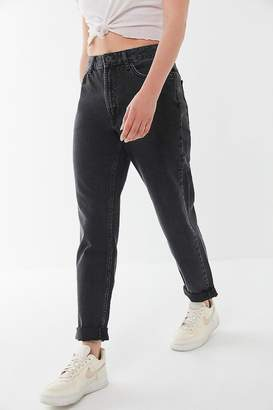 BDG Petite High-Rise Mom Jean – Washed Black