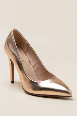 francesca's Katelyn Metallic Pump - Rose/Gold