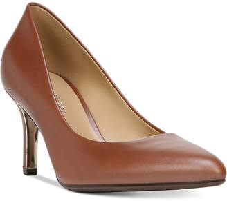 At Macy S Naturalizer Classic Pump In Wide Widths Yes